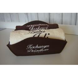Haftowane ręczniki w koszu dla Dziadków