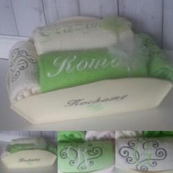 Haftowane ręczniki w koszu