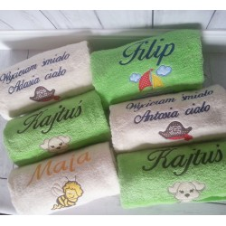 Ręcznik średni z imieniem oraz grafiką