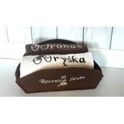 Ręczniki  w koszu na Rocznicę Ślubu lub na Ślub