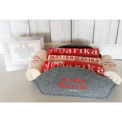 Komplet ręczników w koszu z haftem